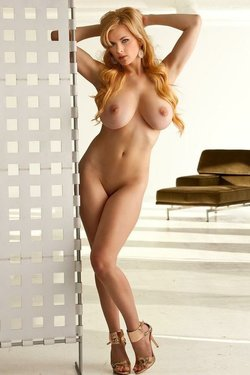 Sexy nude red head
