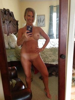 Sweet nude MILF girl in front of the mirror