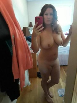 Hot MILF make first nude selfie