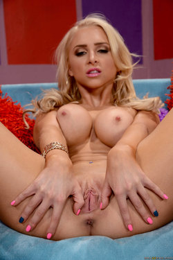 Alix Lynx spreads legs and shows pink