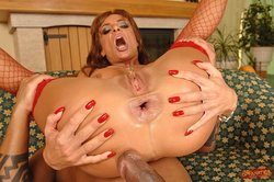 Bonny Bon spreads legs and shows her anal gape
