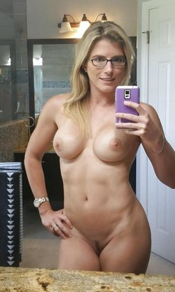 Nude selfie photo with a sexy MILF babe