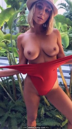 Sara Jean Underwood topless and nude in Miami