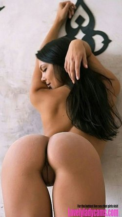 Brunette with sexy ass and tempting pussy