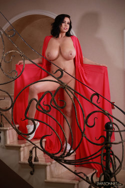 Ewa Sonnet - Lady In Red 4