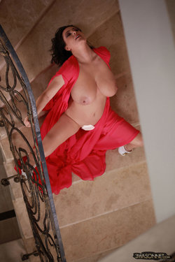 Ewa Sonnet - Lady In Red 7