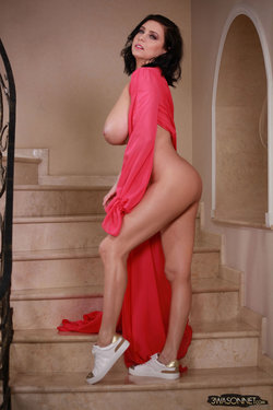 Ewa Sonnet - Lady In Red 8