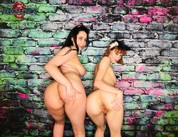 Curvy and petite lesbian girlftiends