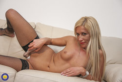 Mature milf toying her shaved pussy