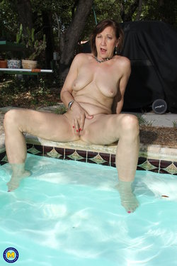 Amateur sexy granny spoiling her shaved mature pussy