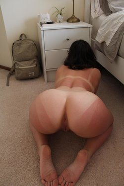 Camgirl on her knees