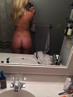 Amateur awesome 22 years old girl ready for action