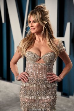 Heidi Klum sexy cleavage at Vanity Fair Oscar Party