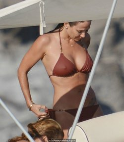 Natalie Imbruglia hard nipples in brown bikini on a boat in Sicily
