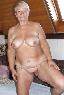 nude granny shows nice tits